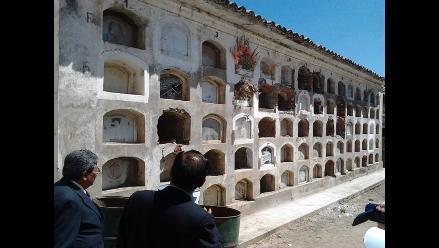 Hallan cráneos humanos quemados en cementerio de Juliaca