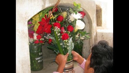 Trujillo: Población visita cementerios en el Día de Todos los Santos