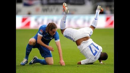 Jefferson Farfán dio pase gol, pero Schalke perdió al minuto final