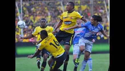 Barcelona con Renzo Revoredo goleó 5-0 a Emelec en clásico de Guayaquil