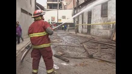 Se reaviva incendio en solar El Buque de Barrios Altos