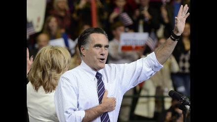 Romney vota en Belmont, a las afueras de Boston