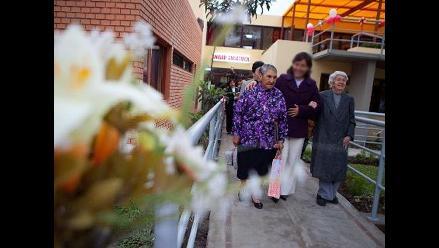 Caminar mejora el estado de las personas con Parkinson