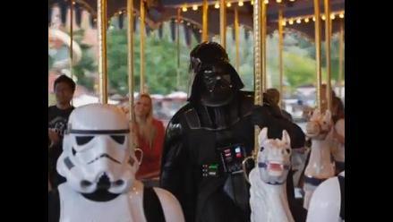 Darth Vader se sube a los caballitos de Disney World