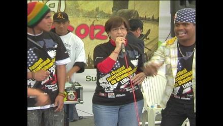 Alcaldesa Susana Villarán se anima a rapear con jóvenes