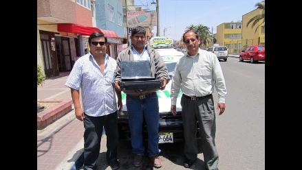 Tacna: Luego de tres meses entrega laptop olvidada en taxi