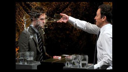 Robert Pattinson quedó empapado jugando guerra de agua con Jimmy Fallon