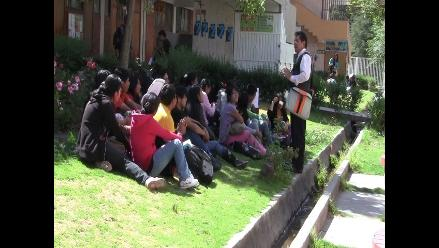 Arequipa: Docentes de la UNSA dictan clases al aire libre