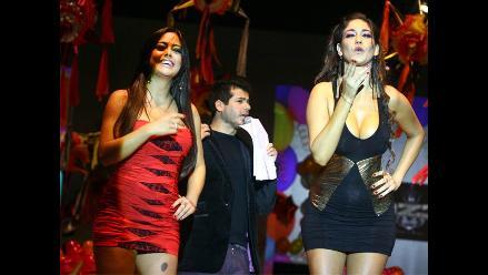 Tilsa Lozano y Larissa Riquelme alborotaron al público en desfile