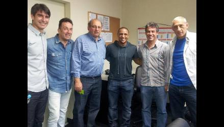 Roberto Carlos pasó por la Videna para saludar a Sergio Markarián