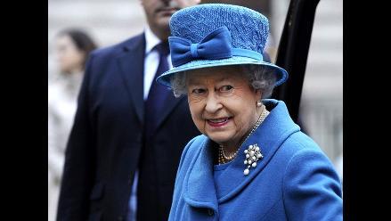 Isabel II, embajadora y talismán de la alta costura británica