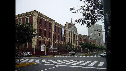 Denuncian caída de techo de la Universidad Villarreal