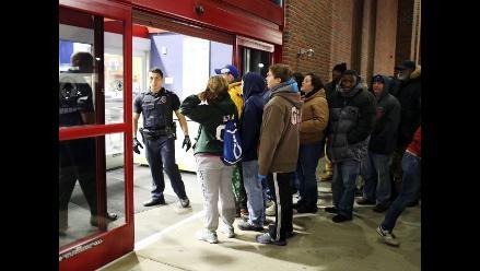 Costa Rica adopta el viernes negro y compradores abarrotan las tiendas