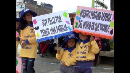 Huancayo: Realizan abrazo más grande en contra de la violencia infantil