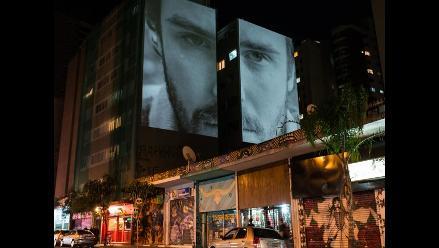 Fotografías proyectadas en espacios urbanos en Brasil