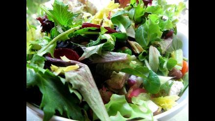 Ensaladas, frutas y otros alimentos, buenos aliados contra el colesterol