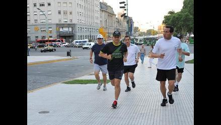 Ollanta Humala culminó actividades trotando por las calles de Argentina