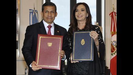 Humala y Fernández firman acuerdo para promover intercambio estudiantil