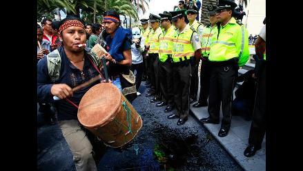 Indígenas ecuatorianos se manifiestan contra licitación petrolera