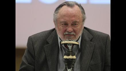 FIL Guadalajara: Humorista chileno se burla de presidente mexinaco