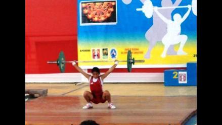 Atleta huancaína impone récord sudamericano en levantamiento de pesas