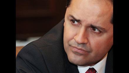 Ministro José Villena pide disculpas tras incidente en aeropuerto
