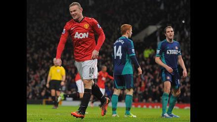 Manchester United venció 3-1 al Sunderland y mantiene la punta