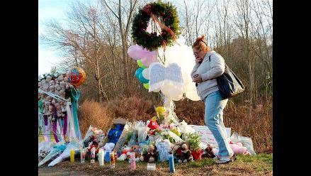 Alzan un memorial por las víctimas de la matanza de Connecticut