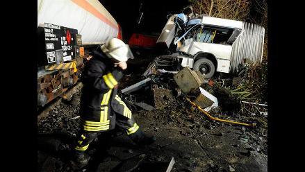 Dos locomotoras de carga y un autobús colisionan en Alemania