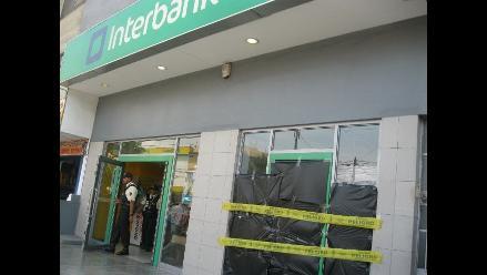 Ladrones destrozan cajero del banco Interbank en Trujillo