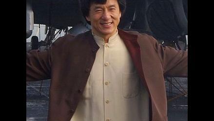 Policía de Hong Kong investiga a Jackie Chan por presunto uso de armas