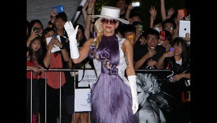 Lady Gaga luce abrigos de piel y provoca el rechazo de Peta