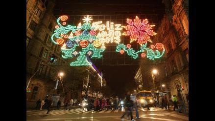 Luces navideñas iluminaron la Nochebuena en México