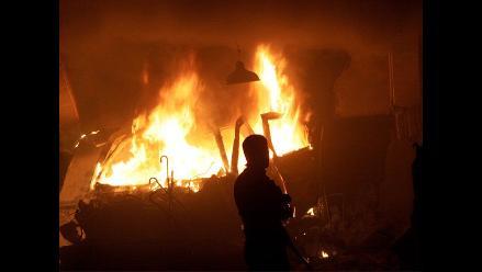 Tumbes: Sujeto ebrio incendia su casa con su mujer e hijos adentro