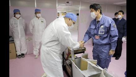 Nuevo primer ministro japonés visita central nuclear de Fukushima