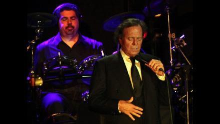 Julio Iglesias hace cantar al presidente de Haití, Michel Martelly