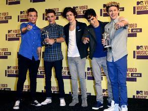 One Direction imita a Elvis Presley en su nuevo video ´Kiss You´