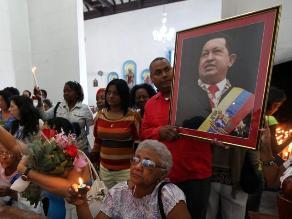 Oran por la salud de Hugo Chávez en el santuario de La Habana