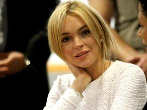 Lindsay Lohan sigue de fiesta como una mujer libre