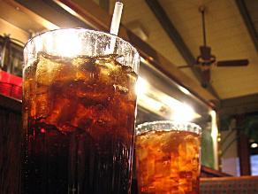 ¿Las bebidas gaseosas quitan la sed?