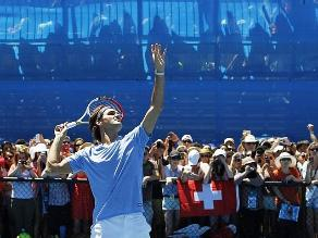 Roger Federer gana tranquilo y Serena Williams se asusta en Australia