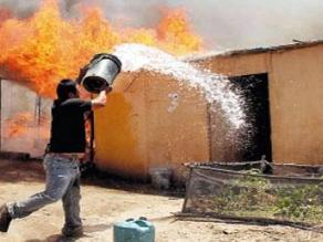 Chiclayo: Tres hermanos salvan de morir al incendiarse su casa