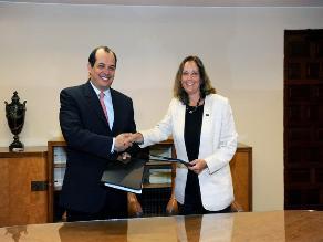 Perú firma préstamo para educación y asistencia técnica por US$35 mlls