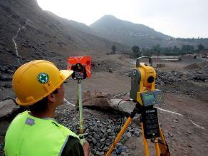 Dirigentes de SJL recibien exposición sobre obra Túnel Santa Rosa
