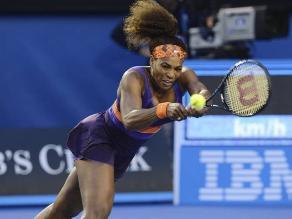 Serena Williams vence a Kirilenko y sigue en el Abierto de Australia