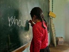 ¿Cómo afecta a los niños estudiar y trabajar al mismo tiempo?