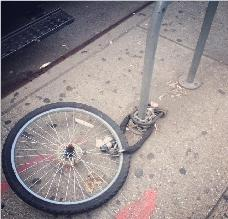 Roban bicicleta a Victoria Beckham