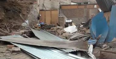 Derrumbe de pared deja tres familias damnificadas en Carabayllo