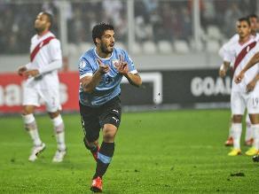 Perú cayó 2-1 ante Uruguay con polémico arbitraje de Patricio Loustau