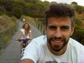 Gerad Piqué comparte divertida imagen paseando en bicicleta con Shakira